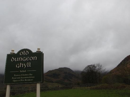 The Old Dungeon Ghyll Hotel: Looking towards The Band