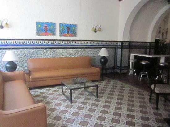 Casco Antiguo: Room beside entry - most people sit on first floor tables where breakfast is served (no windows)