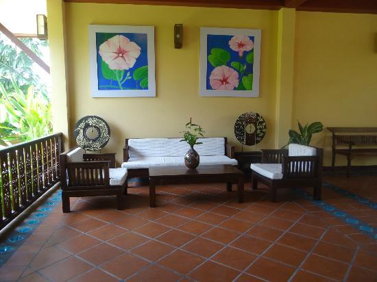 Le Piman Resort: Coin détente à l'entrée de l'hôtel