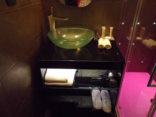 Platine Hotel: baño