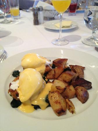 Bacchus - A Bartolotta Restaurant: Crab benedict