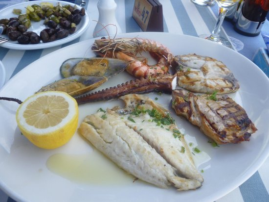 Theo's Seafood Restaurant: Seafood platter with tuna, sea bream, swordfish, octopus, prawns and mussels