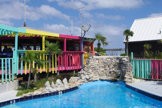 Great Guana Cay - Nippers Beach Bar & Grill -al