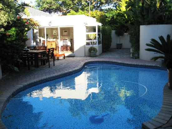 Kingfisher GuestHouse: Pool and breakfast room