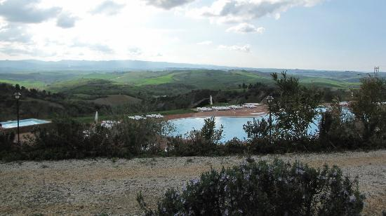 Belmonte Vacanze: Ulteriore panorama piscina e vallata