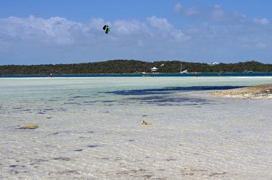 Tahiti Beach : Go fly a kite