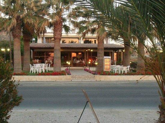 Santa Barbara Resto & Beach Bar: Great place