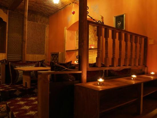 Assamica Tearoom : A room without chairs: here you can lie on hand made Moroccan pillows
