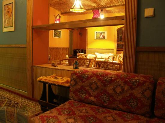 Assamica Tearoom : The rooms are connected by open niches