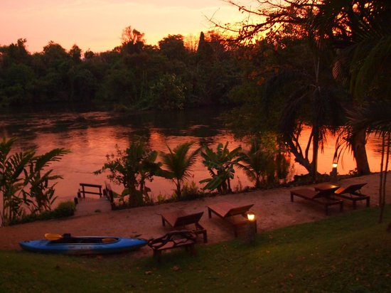 Oriental Kwai Resort: Sunset along the River Kwai
