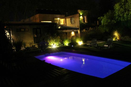 Posada El Capullo: Zona del jardín del hotel