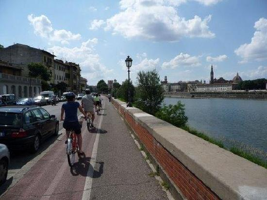Italy Cruiser Bike Tours: florence by bicycle line