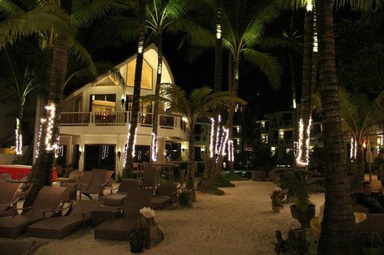 Ambassador in Paradise Resort: night view of resort.
