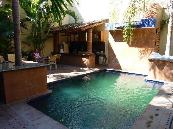 Hotel Mercurio: Die Bar am Pool, in der auch das Frühstück serviert wird.