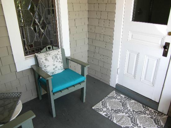 The Lavender Inn: Comfortable chairs on our private balcony.