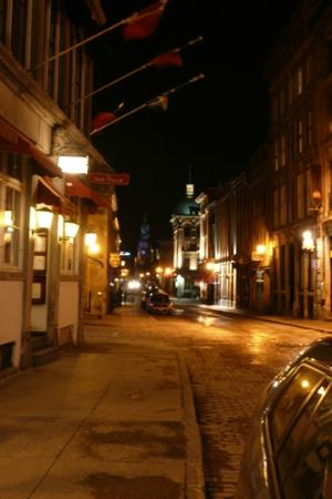 Old Montreal: Late night along Rue Saint Paul O
