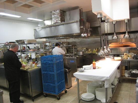Jedediah Hawkins Inn & Restaurant: Highly professional kitchen.
