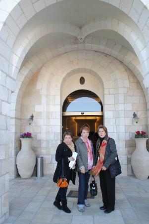 Notre Dame Guest House: la entrada