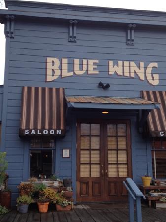Blue Wing Saloon & Cafe: fabulous service, great dessert.