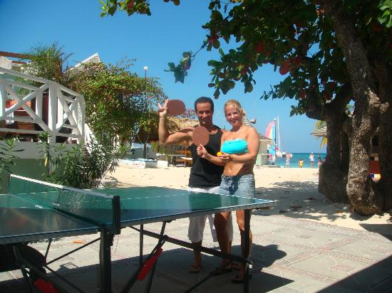 Sandals Royal Caribbean Resort and Private Island: AL PINGPONG EN LA PLAYA