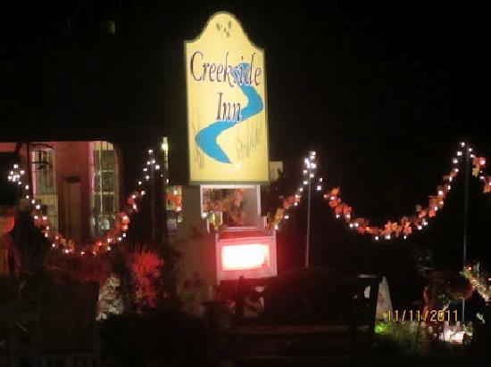 Creekside Inn: signage