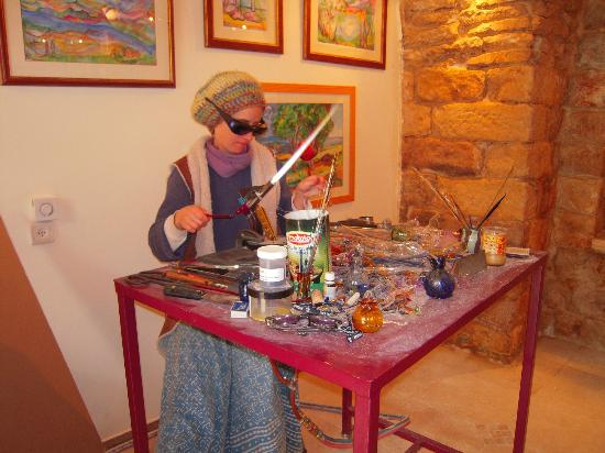 Цфат, Израиль: The artist at work in her studio/gallery, where she welcomes visitors