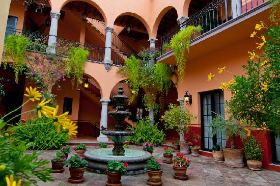 Antigua Capilla Bed and Breakfast: Antigua Capilla B&B Courtyard