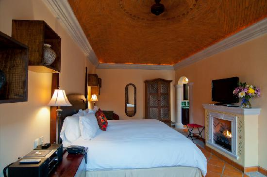 Antigua Capilla Bed and Breakfast: Mata Ortiz Room