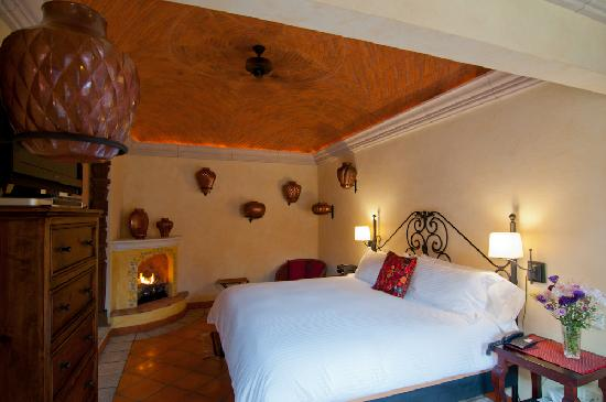 Antigua Capilla Bed and Breakfast: Santa Clara del Cobre Room