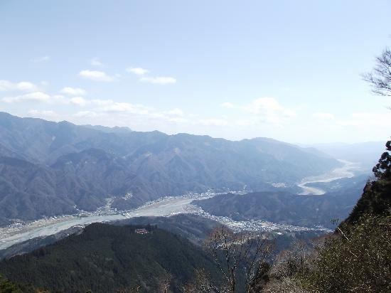 Kiosk at Mt. Minobu Ropeway : 売店隣りの展望台から(富士川など)