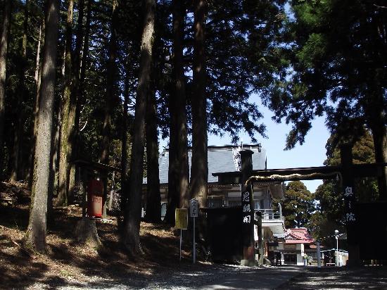Kiosk at Mt. Minobu Ropeway : 売店奥の奥之院思親閣入口