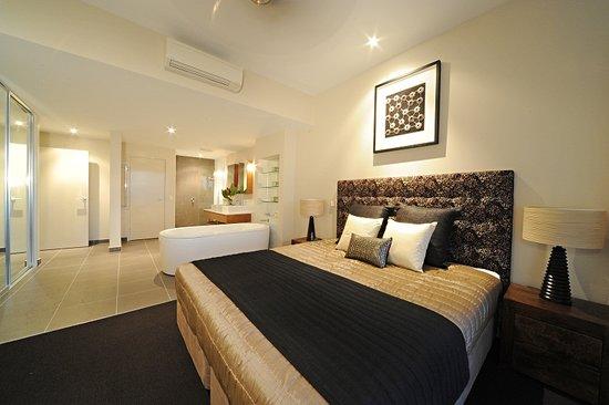 วิทซันเดย์ รีเฟลคชั่นส์: master bed room and bath room