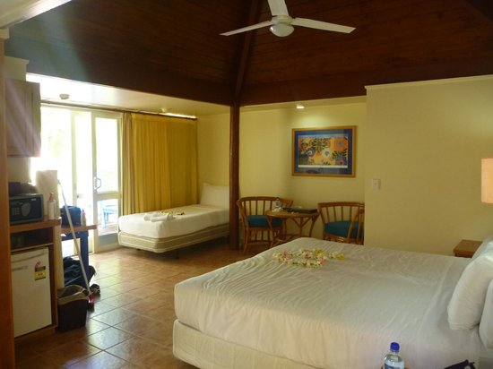 The Rarotongan Beach Resort & Spa: room 214 beachside suit