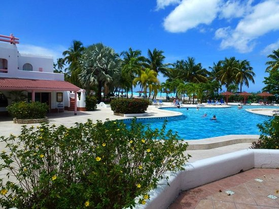 Jolly Beach Resort & Spa : Small (Quiet) pool and grounds
