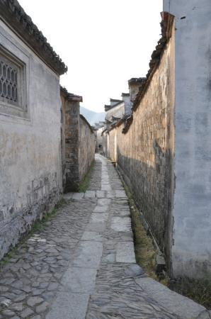 Guanlu Village: long lanes and 'similar' architecture create a maze