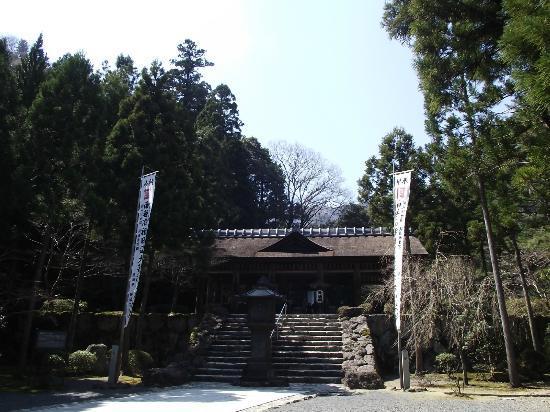 Grave of Nichirenshoto Gosoan: 拝殿への石段