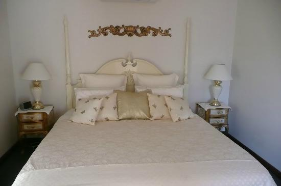 Tranquilles Luxury Spa B&B Guest House : Luxuriously comfortable room