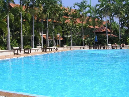Horizon Village and Resort: View of our room block from the swimming pool