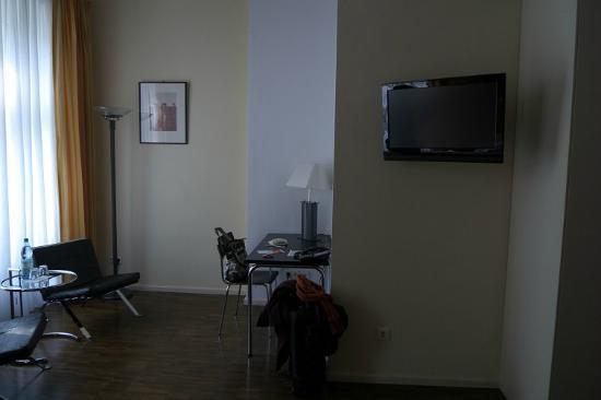 Hotel Johann : Zona de estar de la habitación
