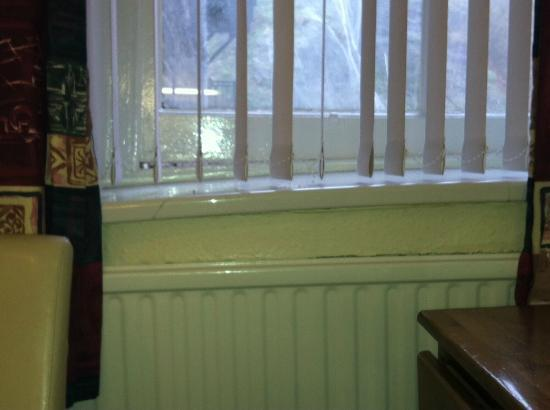 Queensbridge Hotel: Bedroom windowsill