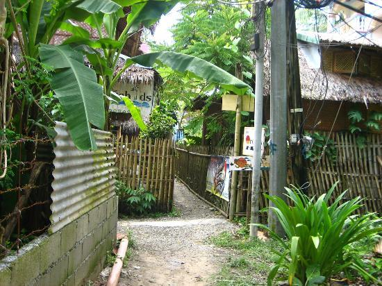 Ocean Breeze Inn Boracay: Path if you come from the Cagban Jetty Port