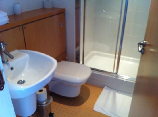 The B Suites Edinburgh: ensuite bathroom