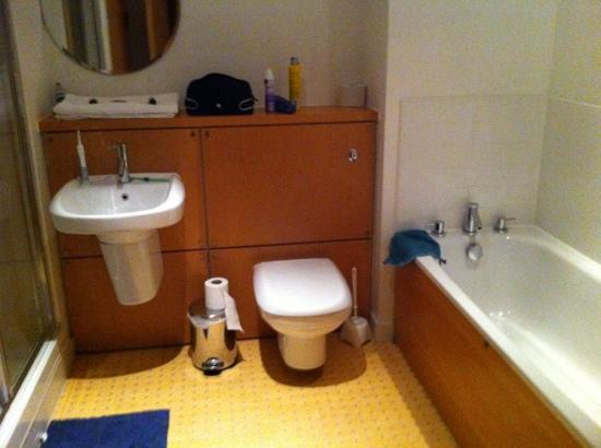 The B Suites Edinburgh: main bathroom