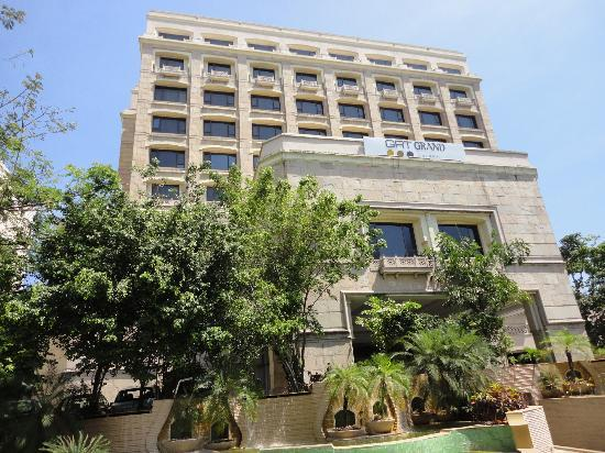 Grand by GRT Hotels: Hotel view from front