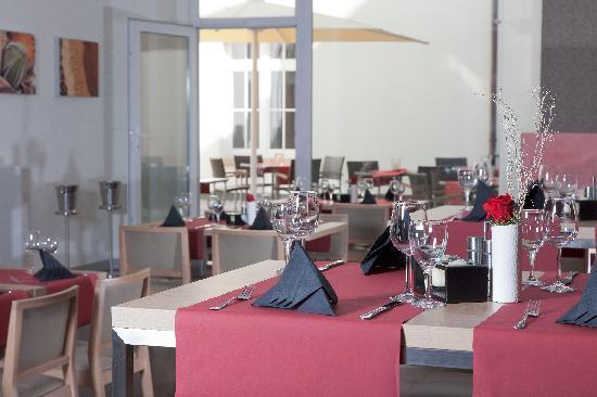 Ibis Karlsruhe Hauptbahnhof: Restaurant mit Terrasse
