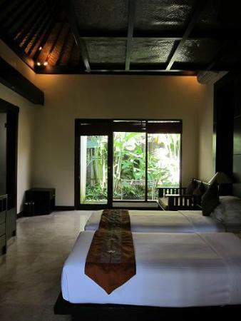 Kakiang Bungalows: 入り口から見た部屋
