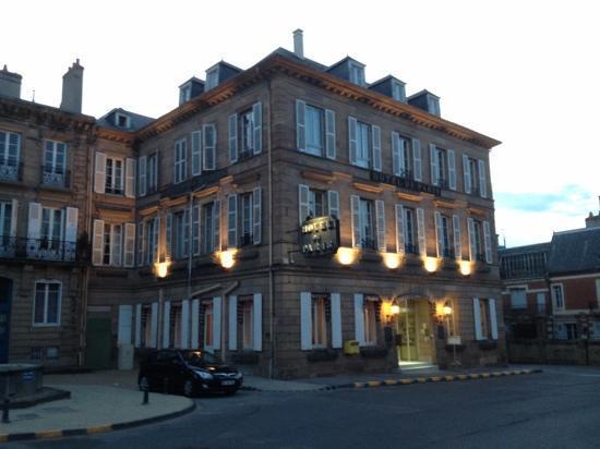 Hôtel de Paris : The front of the hotel.