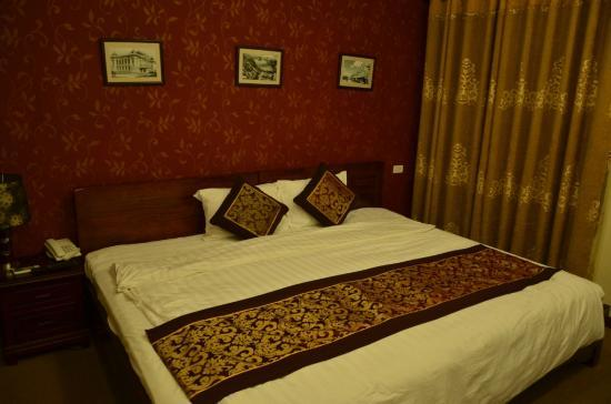 Hanoi Triumphal Hotel : view of the bed