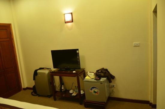 Hanoi Triumphal Hotel : TV concole area