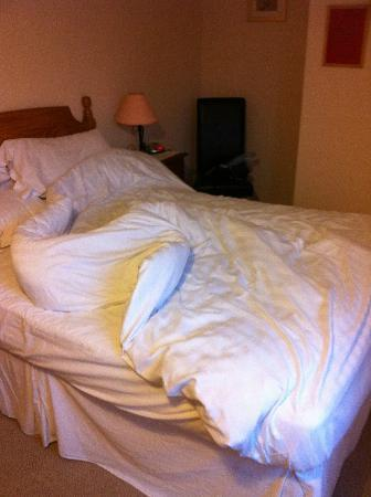 Ardross and Glencairn Guesthouse: Bed (it was not mess when I arrived :o) I done it!)